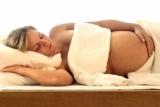 у беременной каменеет и тянет живот