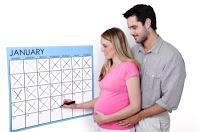молодая пара отсчитывает дату родов