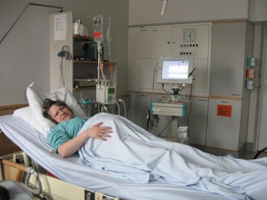 Стимуляция родов: амниотомия, гель, свечи, окситоцин, ламинарии